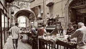 Bancarelle-di-Libri-e-Dischi